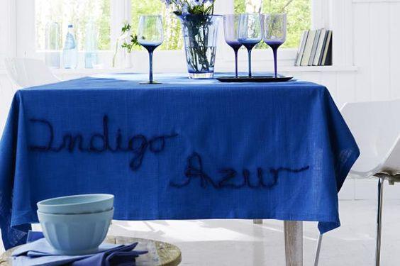 Die blaue bestickte Tischdecke schafft farbliche Akzente in Ihren vier Wänden. Wie Sie die Tischdecke ganz einfach nachnähen können, lesen Sie hier. http://www.fuersie.de/diy/naehanleitungen/artikel/blaue-bestickte-tischdecke-anleitung