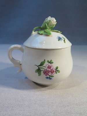 Chantilly Ancien Petit Pot A Creme A Jus En Porcelaine Decor Fleurs Epoque Xviii • EUR 430,00
