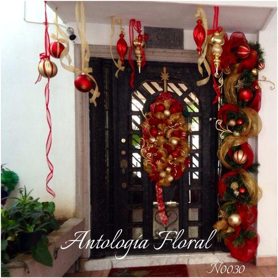 Decoraci n navide a de puerta en rojo y dorado for Decoracion luminosa navidena
