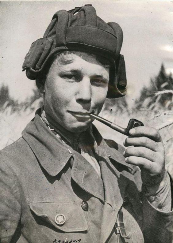 Советский танкист И.Пирожков