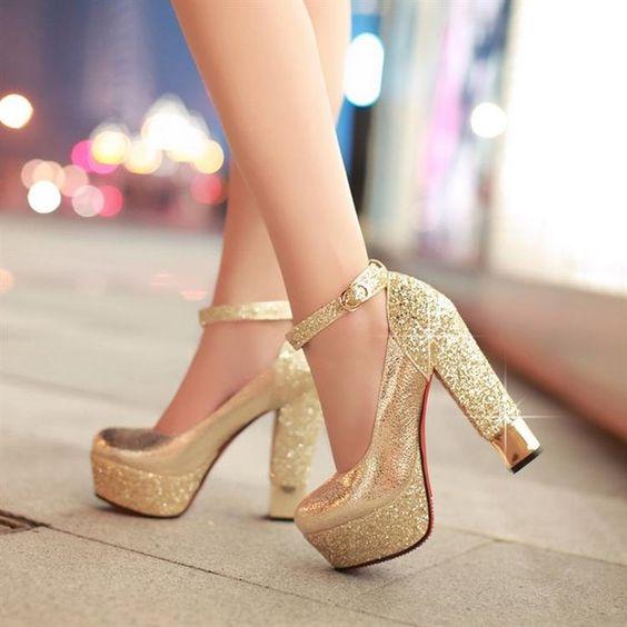 Золотые туфли на высоком каблуке / Gold high-heeled shoes #Goldshoes