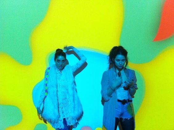 Scharfe Streberinnen im Museum | VICE