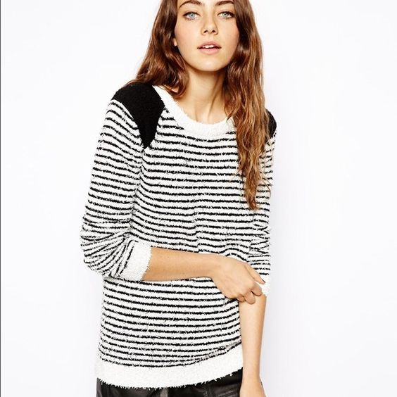 ASOS Striped Sweater in Textured Knit SZ 8 Super cozy striped sweater. In excellent condition! US size 8, UK size 12. ASOS Sweaters Crew & Scoop Necks