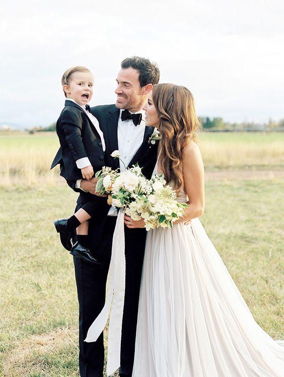 12-joyful-rustic-wedding-ceremony
