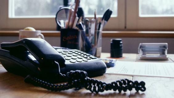 Erreichbarkeit im Job Warum Chefs nie zu sprechen sind Im Büro klingelt ständig das Telefon, aber nie ist jemand dran, den man wirklich sprechen will. Wer um Rückruf bittet, kann lange warten. Kein Wunder: Karriere machen nur die Unerreichbaren.