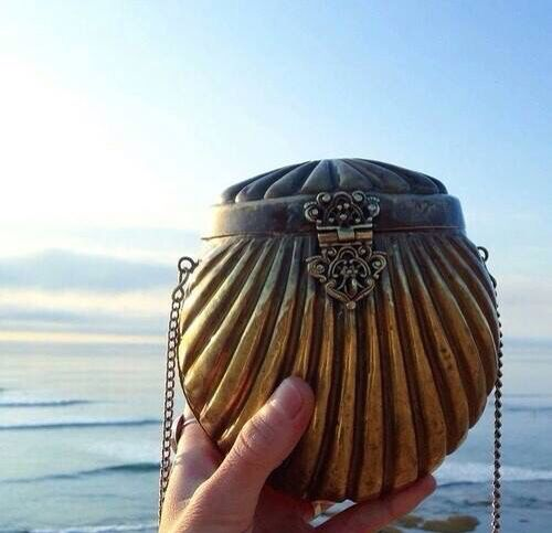 Mermaid shell purse - this would be a great accessory for a mermaid theme steampunk outfit: