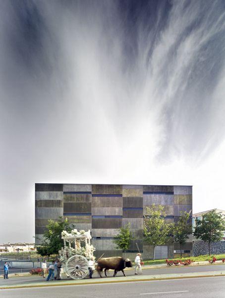 Estudios de televisión Itaca en Tomares (Sevilla)   Jesús Granada, 2008  Impresión glicée en fotográfico sobre dibond, 100×75 cm.