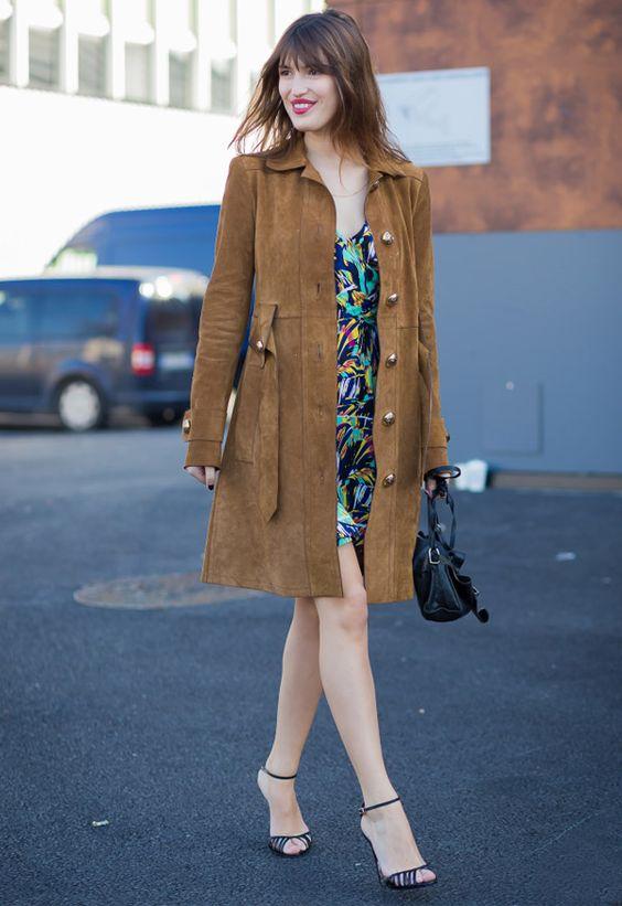Street style da it-girl parisiense Jeanne Damas, com look perfeito para um encontro.