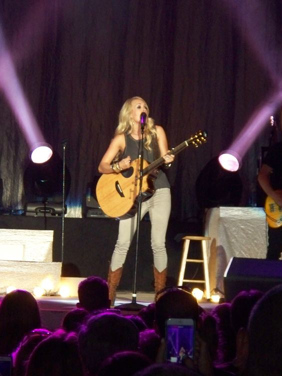 Carrie Underwood singing Smoke Break in Allentown, PA