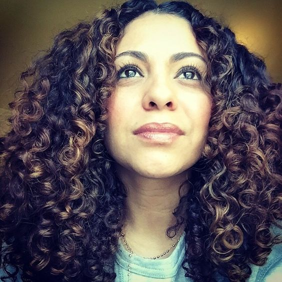 WCW @beeee_318 def curl crush my girl looks so beautiful look at that hydrated beautiful head of luscious curls wow #AMAZINGCURLS #oneconditioner #noopoo #arcangel #setitfree #curls #berrycurly🍓🌀 #curlyhairdontcare #devacurl #devacutcurlpattern  @mydevacurl @modernsalon #aloxxicolor #colorbyezzy #bighairdontcare @behindthechair_com @american_salon @thecurlyhairstudio @naturallycurly
