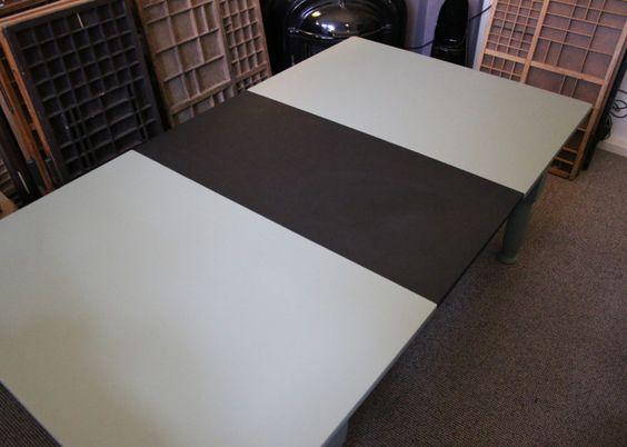 HoutjeCloudje's krijtbord salontafel. Robuust, stoer, en uitschuifbaar, of, als weer ingeschoven, het middenblad ophangen als krijtbord.