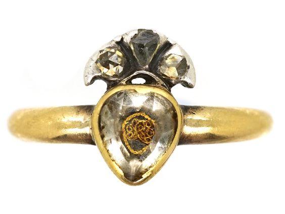 Для продажи в The Antique Jewellery Company - 18-каратное золотое кольцо Стюарта в форме сердца и короны