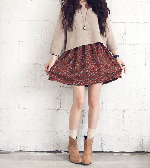 Pretty! Hmm...looks like she layered the sweater over a peter pan-collared dress.: