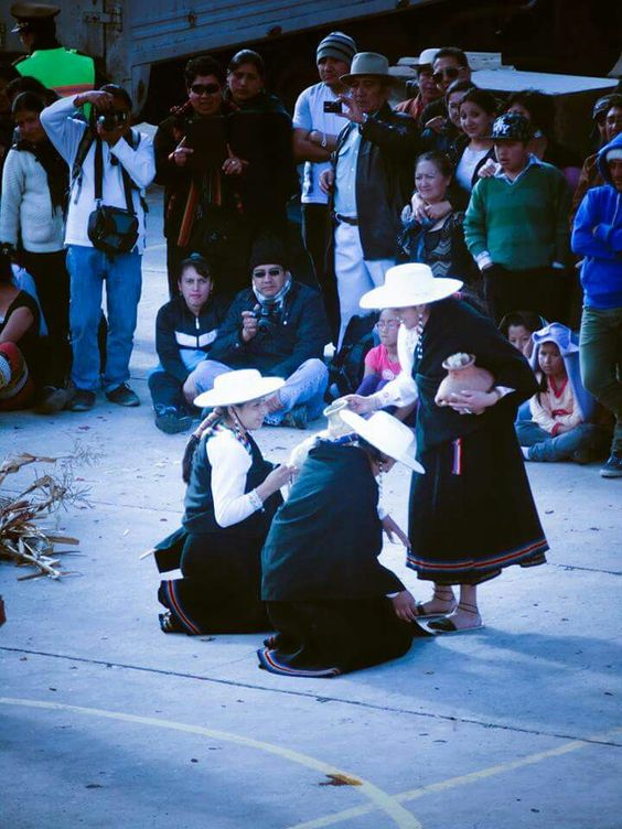 "Mujeres ecuatorianas :"") ! Celebrando el #intiraymi  #sonycamera"
