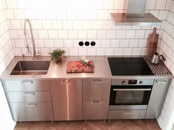 industristil med ikea metod och grevsta luckan som kompletteras med en rostfri diskb nk purus. Black Bedroom Furniture Sets. Home Design Ideas
