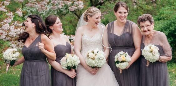 Madrinha de Casamento Madrinha também organiza chá de panela, despedida de solteira da noiva e até os divertidos chá de lingerie, sabia? Cabe a madrinha