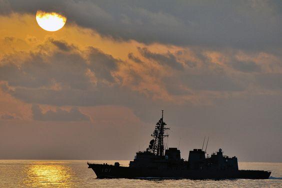 夕方の護衛艦