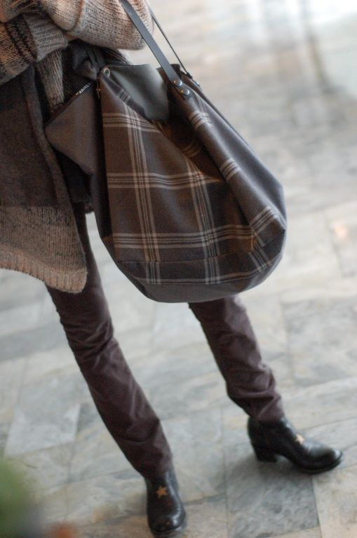 Grand cabas fait main pièce unique Enlaine froide grise et à carreaux Intérieur percale de coton avec 2 grandes poches.