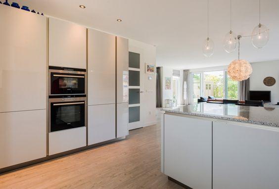 Strak vormgegeven keuken.  Keuken inspiratie  Pinterest  Villas and ...