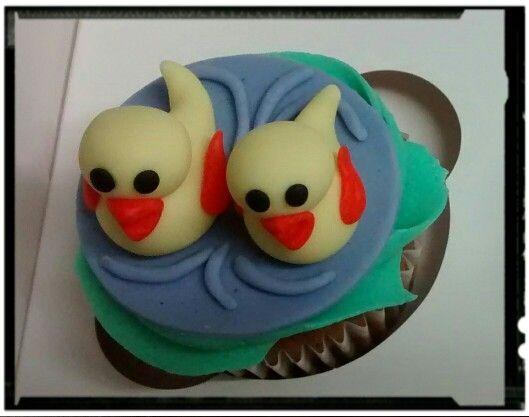 Cupcake con dos patitos modelados
