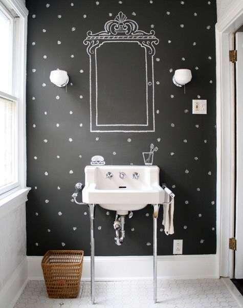 Decorazioni per pareti: stencil e pittura - Decorazione parete con pittura, pois e specchio