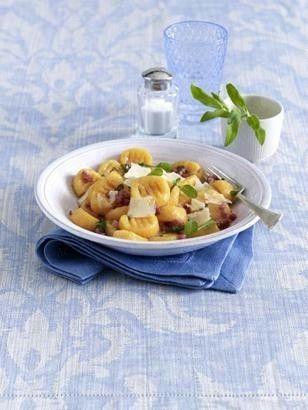 Das Rezept für Kartoffel-Kürbis-Gnocchi mit Salbei-Butter und weitere kostenlose Rezepte auf LECKER.de