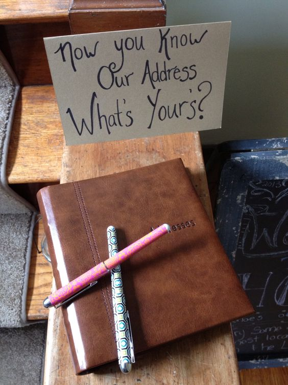 Gästebuch zur Einweihungsparty. So gehen keine Adressen mehr verloren. >> House party idea for getting everyone's address. Genius