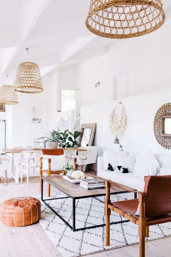 Salón con cestas en el techo. Algo muy natural y diferente - Blog decoración y Proyectos Decoración Online: