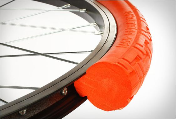 TANNUS TIRES. Tannus Tires made a new and great development for those of us who love riding our bikes but are always afraid of the big bad puncture that leads to a flat tire. In fact they´ve designed a solid, yet lightweight, special tire that prevents it from getting flat.