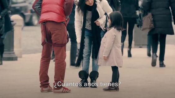 Uno de los vídeos socialmente más impactantes que recordamos. Sus autores, UNICEF, hicieron un experimento con una niña de 6 años y la dejaron sola a propósito en un centro comercial para ver la reacción de los presentes. En un principio, nada que reprochar, todos se pasaron a consolarla o a intentar ayudarla. Fue entonces cuando los organizadores cambiaron el aspecto de una niña, haciéndola parecerse a una inmigrante pobre. El resultado, impactante a todos los niveles, llegó a tal punto…