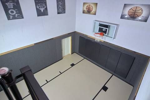 Top Notch Lodge Has It S Own Indoor Basketball Court Indoor Jacuzzi Indoor Basketball Court Family Dining Table