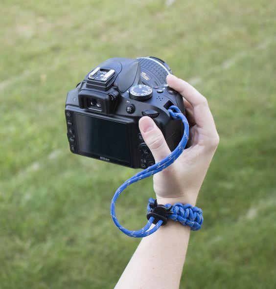 Dùng dây sinh tồn làm dây cầm cho camera
