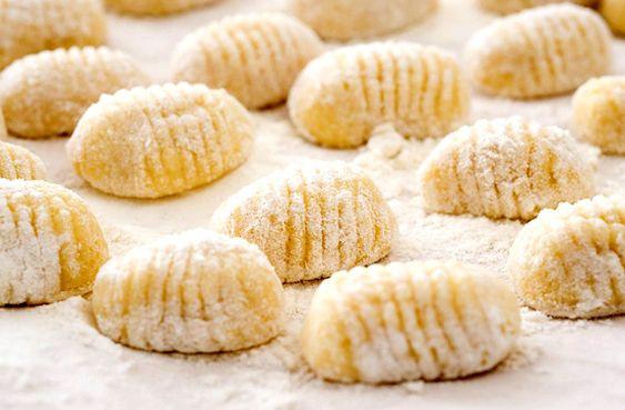 A gnocchi - mint minden rendes tésztaétel - olasz gyökerekkel bír, ráadásul egyszerű és finom.