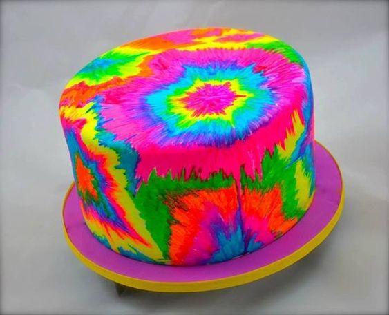 Tie dye cake ❤                                                                                                                                                      Más