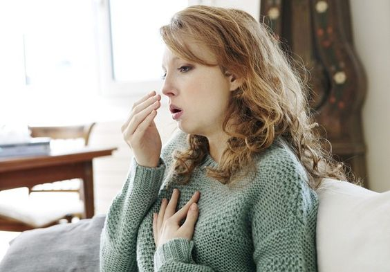 La bronquitis aguda es una infección bastante común que aflige al menos 1 de cada 10 personas que te encuentras en tu camino al trabajo. Muy a menudo, la
