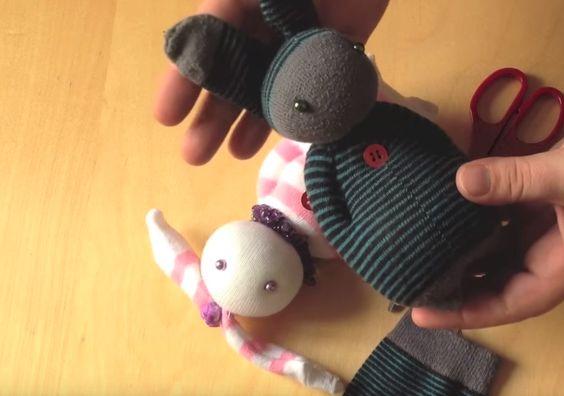 Fabriquez un Doudou Lapin avec des chaussettes !!!