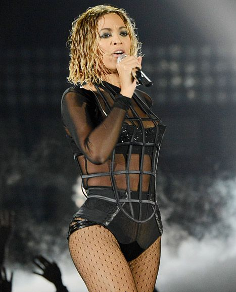 "Beyonce upped the sexiness for her Grammys performance of ""Drunk in Love"" with Jay Z with a wet hairstyle."