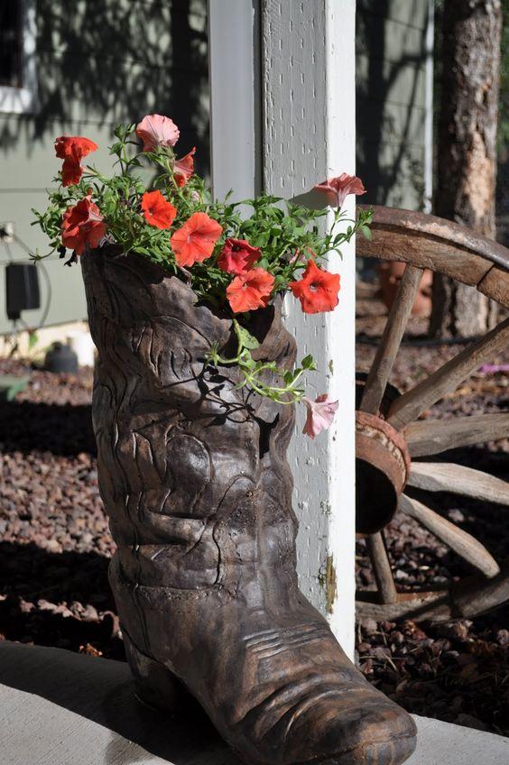 cement cowboy boot planter | OᑌTᗪOOᖇ ᔕᑭᗩᑕEᔕ | Pinterest ...