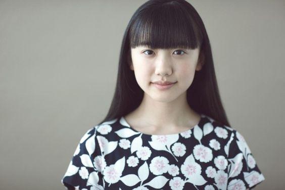 芦田愛菜の花柄衣装