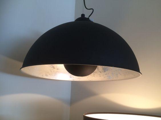 Die Pendeleuchte schwarz-gold gibt es bei richhome schon lange. Neu ist die Hängelampe schwarz-silber. Sehr elegant!!!
