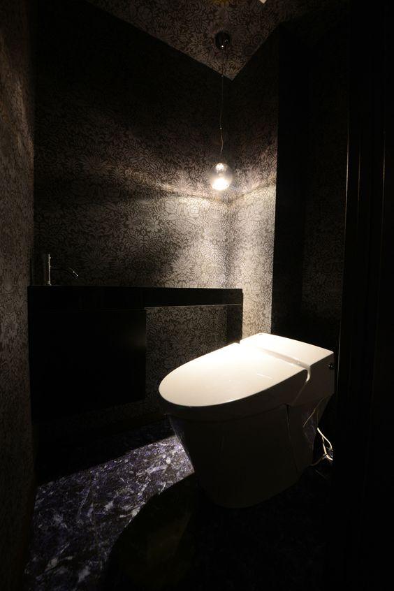 『イエナカ手帖』に投稿されたikukoさんの記事 - トイレ『タイトル:トイレ本体が唯一の白』です。家の中(イエナカ)の知識や工夫を共有して、イエナカの暮らしをもっと楽しもう!