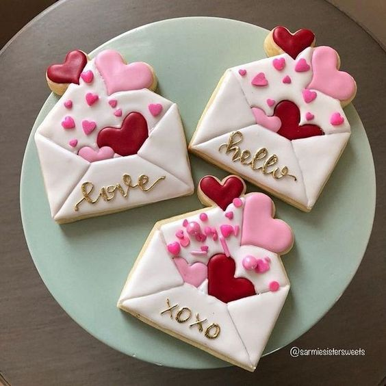 35 Heart Shaped Valentine S Day Cookies Perfect For Your Love In 2020 Valentines Baking Cookie Decorating Valentine Sugar Cookies