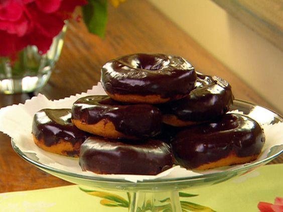 Paula Deen Chocolate-Dippy Doughnuts: Deen Foodnetwork, Chocolate Doughnuts,  Chocolate Syrup, Breakfast Food, Breakfast Donuts, Chocolate Donuts, Chocolate Dippy Doughnuts, Breakfast Recipes, Chocolate Sauce