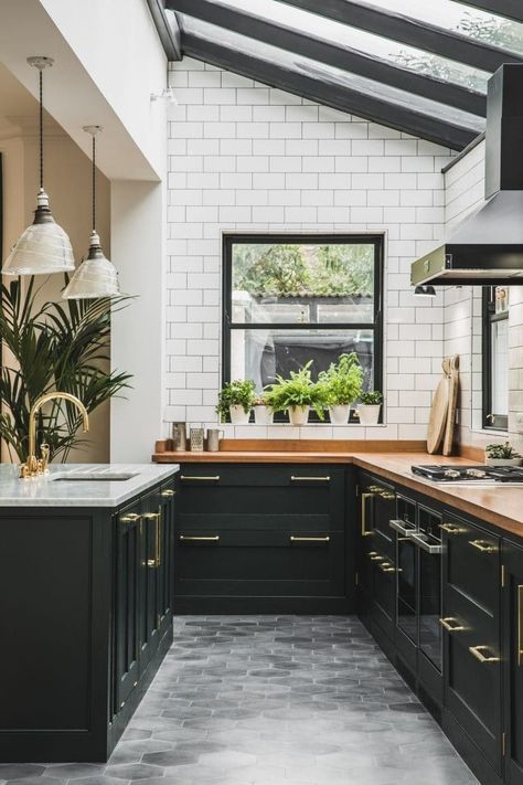 This black and white classic and traditional kitchen boasts subway tile and brass kitchen faucet. #classickitchen #blackandwhite #traditionalstyle #subwaytile #blackcabinets