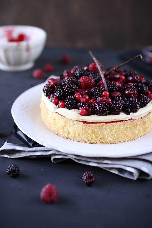 Gâteau à la crème mousseline vanille et fruits rouges