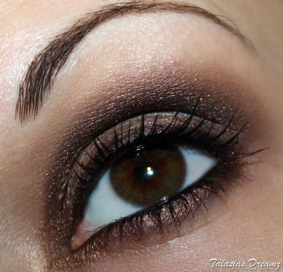 Eye make up with clarins ombre minerale, more photos and swatches: http://www.talasia.de/2012/11/22/amu-swatch-clarins-ombre-minrale-eyeshadow-taupe-dark-chocolate-und-aubergine/