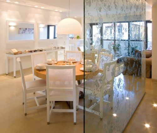 Like Patterned Glass A Great Way To Divide The Dinning