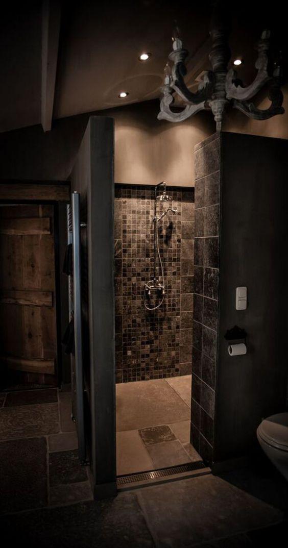 Landelijke badkamer met douche grijze tegels en chandelier landelijke stijl pinterest - Deco douche tegel ...