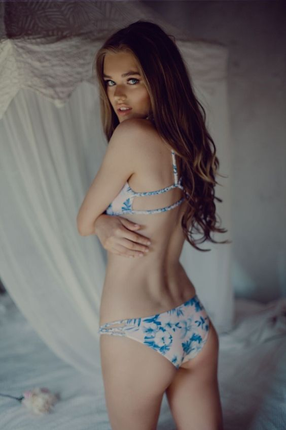 The Frankies Bikinis Kaia bottom in Hawaiian Blush is giving us total hippie vibes. This vintage floral print has pastel pink undertones with blue floral accents all over. It is modern, stunning, and flattering on anyone. #bottom