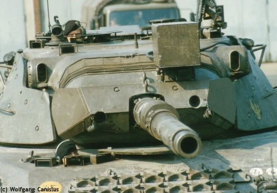 Demonstration of a Leopard 1A1A1 at an event of the Training Battalion 11 of the Armoured Reconnaissance in 1983.